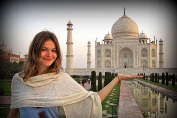 যে কারণে ভারতে কমছে বিদেশি নারী পর্যটক