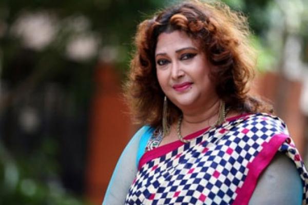 আরে আমি নিজেই তো একটা আইডি কার্ড : রিনা খান