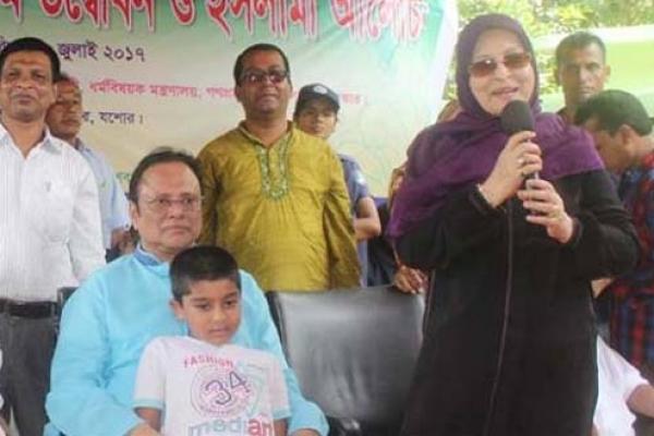 যশোরে স্বামী ওয়াহিদের সাথে শাবানা: উপ-নির্বাচনে এমপি প্রার্থী হওয়ার ঘোষণা