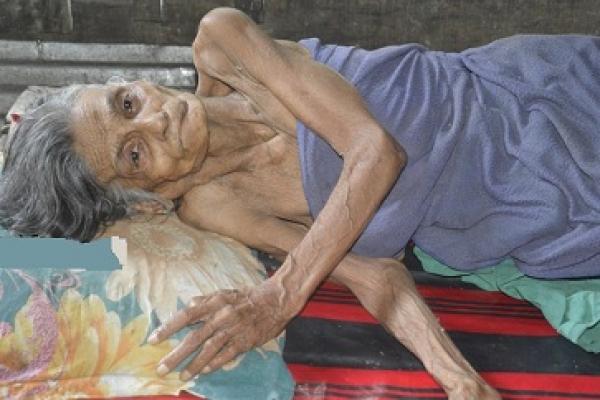 'সেই মায়ের' চিকিৎসা শুরু: স্কুল শিক্ষিকা মেয়েকে শোকজ, পুত্রদ্বয়ের বিরুদ্ধে ব্যবস্থা