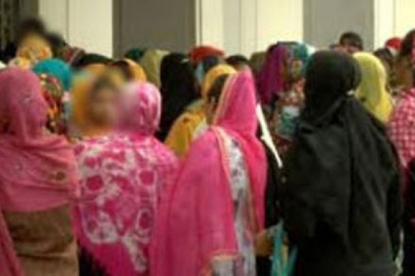 সৌদি থেকে ফিরছেন কর্মহীন নারীরা ৪ দিনে এসেছে ৩০০ শ্রমিক