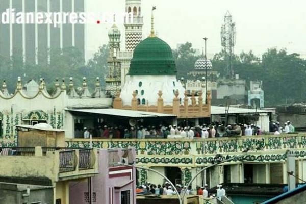 'মসজিদটা খুলে দিন' পাকিস্তান থেকে ভারতে আসলো ১১ বার ফোন