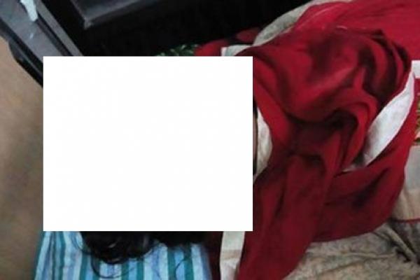 সৎ মায়ের সঙ্গে আপত্তিকর অবস্থায় দেখে ফেলায় স্ত্রীকে অন্ধ করে দিল স্বামী