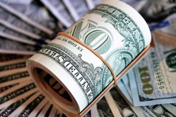 আন্তর্জাতিক বাণিজ্যে নির্ভরযোগ্যতা হারাচ্ছে মার্কিন ডলার, বিপদে যুক্তরাষ্ট্র