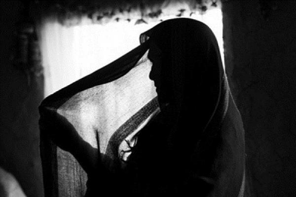স্বামীকে বেঁ'ধে রেখে স্ত্রীকে গ'ণধ'র্ষ'ণ করল ৭ মা'দ'কসেবী