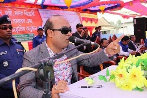 আত্মসমর্পন করুন, নয়তো শুয়ে যাবেন: এসপি তানভীরের হুঁশিয়ারি