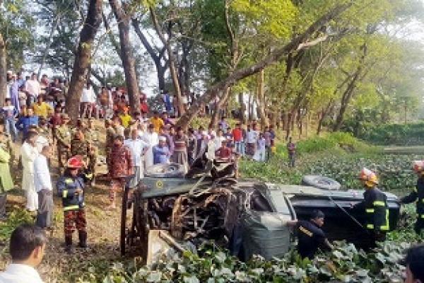 নোয়াখালীর সুবর্ণচরে জিপ উল্টে তিন সেনা সদস্য নিহত