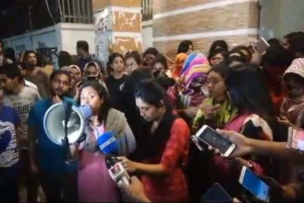 অনশন স্থগিত, ২৪ ঘণ্টার আল্টিমেটাম ছাত্রীদের