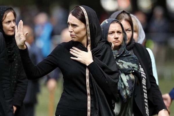 সারা বিশ্বের মুসলিমদের হৃদয় জয় করলেন নিউজিল্যান্ডের প্রধানমন্ত্রী
