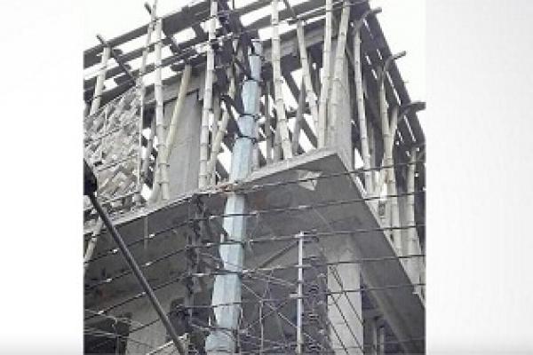 ১১ হাজার ভোল্টের বিদ্যুৎ লাইনের খুঁটিসহ ভবন নির্মাণ!