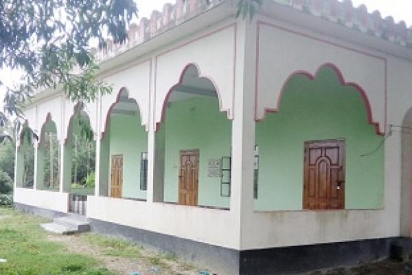 টাঙ্গাইলে মুসল্লিদের নামাজ বন্ধে মসজিদে তালা!
