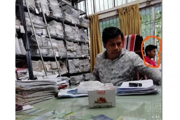বিআরটিএ অফিসের ঘুষ গ্রহণের ভিডিও প্রকাশ করে নিরাপত্তাহীনতায় যুবক