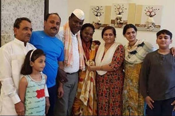 ছাত্রজীবনের দেনা শোধ করতে ৩০ বছর পর ভারতে আসলেন কেনিয়ার সাংসদ