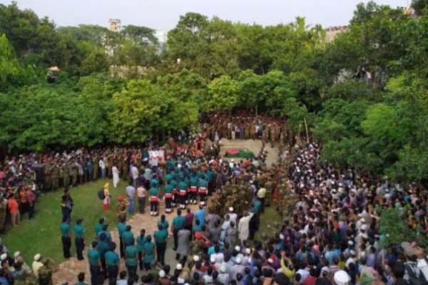 অবশেষে রাষ্ট্রীয় মর্যাদায় রংপুরে এরশাদের দাফন সম্পন্ন