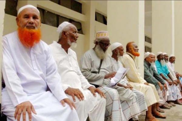 কোটি টাকা নিয়ে উধাও দালাল চক্র, পথে বসে কাঁদছেন ৩৭ হজযাত্রী