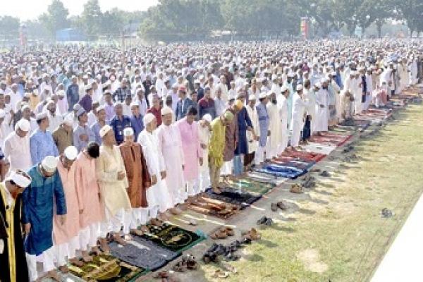 দিনাজপুরের গোড়-এ শহীদ ময়দানে ৪ লক্ষাধিক মুসল্লির নামাজ আদায়