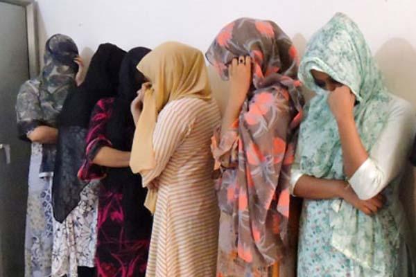 মুন্সিগঞ্জের রিসোর্টে অনৈতিক কাজে লিপ্ত থাকা অবস্থায় ১৫ নারী-পুরুষ আটক