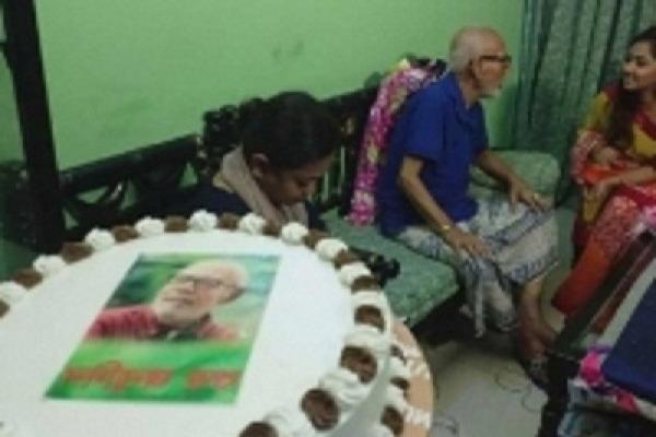 দীর্ঘদিনের অসুস্থতা কাটিয়ে ৭৮তম জন্মদিন পালন করলেন এটিএম শামসুজ্জামান