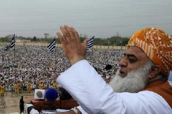 ইমরান খানের পতন না হওয়া পর্যন্ত পাকিস্তানজুড়ে যুদ্ধ চলবে: জমিয়াত ফজল