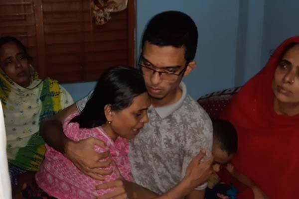 ভয় নয়, ভাই নেই বলে ঢাকায় যেতে চাই না: আবরারের ছোট ভাই