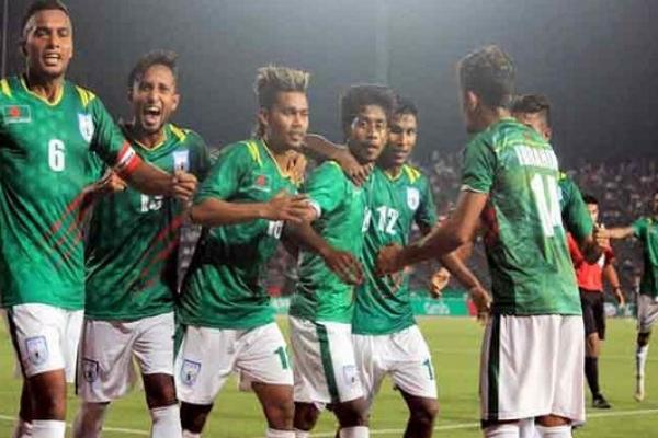ভারত কাঁপানো বাংলাদেশ ফুটবল দলকে নিয়ে গর্ব করে যা বললেন মাশরাফিরা