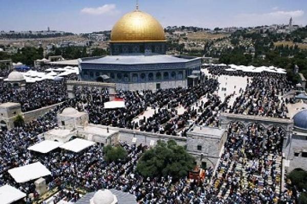 ইহুদীদের বাধা ভেঙ্গে আল-আকসা মসজিদে জুমা আদায় করল ৪০ হাজার মুসল্লি