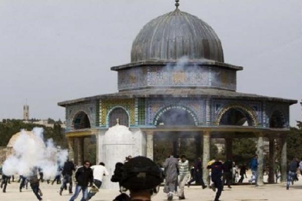 আল-আকসা মসজিদে নামাজরত মুসল্লিদের ওপর ইহুদিদের হা'মলা
