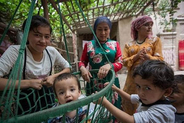 চীনে আটক মুসলিম পুরুষদের স্ত্রীদের যৌ'নদাসী করা হচ্ছে!