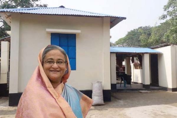 'শেখ হাসিনা আজীবন ক্ষমতায় থাকুক' নতুন ঘর পেয়ে খুশিতে কেঁদে বললেন হতদরিদ্ররা
