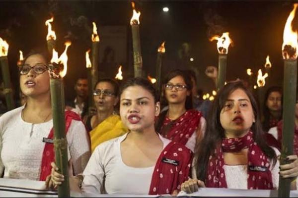 'আমিও মুসলিম হয়ে যাব' প্র'তিবা'দে ভারতের আমলারা
