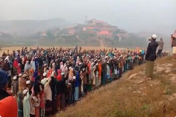 চলছে দোয়া মাহফিল, 'গাম্বিয়া গাম্বিয়া' স্লো'গানে মুখ'র রোহিঙ্গা শিবির