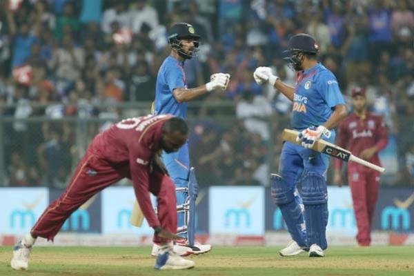 রোহিত-কোহলিদের ব্যাটিং তা'ন্ডবে ২০ ওভারে ২ উইকেটে ২৪০ রান