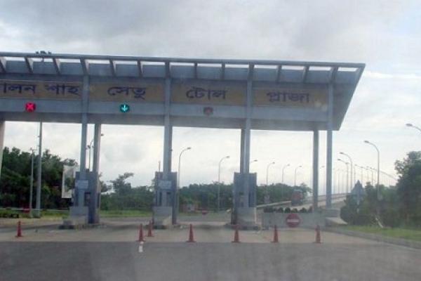 ভাড়া নিয়ে ত'র্ক, চ'লন্ত বাস থেকে যাত্রীকে ফে'লে দিয়ে হ'ত্যা