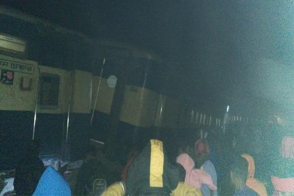 ময়মনসিংহে ট্রেন লাইনচ্যু'ত, অল্পের জন্য র'ক্ষা পেলেন ১৫০ খেলোয়াড়