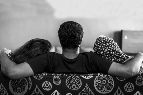 আজব সমঝোতা: দুই স্ত্রী'র কাছে তিন দিন করে থাকবেন স্বামী, আর একদিন 'ছুটি'!