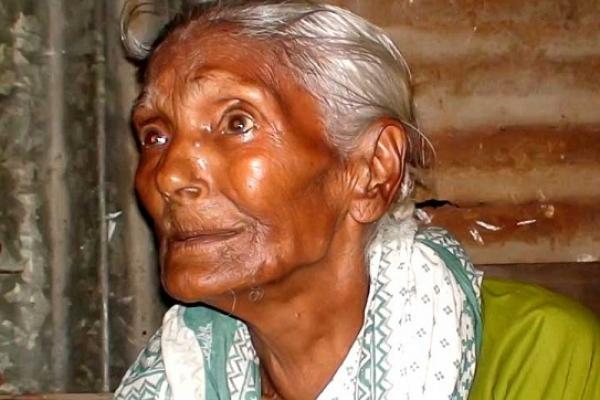 সন্তানদের কাছে বোঝা ইশারন নেছা, চান একটু আশ্রয়