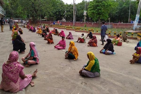 দু'বেলা খাওয়াচ্ছেন দু'মাস ধরে, এবার ঈদের জামা দিলেন ঢাকা বিশ্ববিদ্যালয়ের শিক্ষার্থী