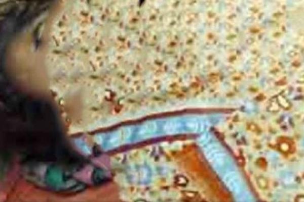 নওগাঁয় নামাজরত অব'স্থায় গৃহব'ধূর মৃ'ত্যু