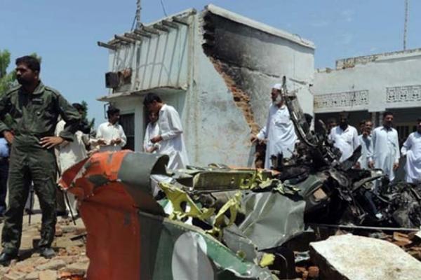 পাকিস্তান এয়ার ফোর্সের বিমান বি'ধ্ব'স্ত