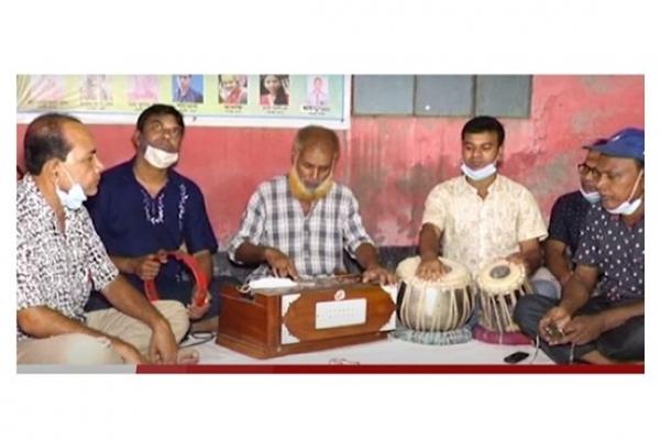 কুষ্টিয়ার এক ট্রাকচালকের বি'স্ময়কর প্রতিভা, মান্না দে'র মতো গাইতে পারেন সব গান