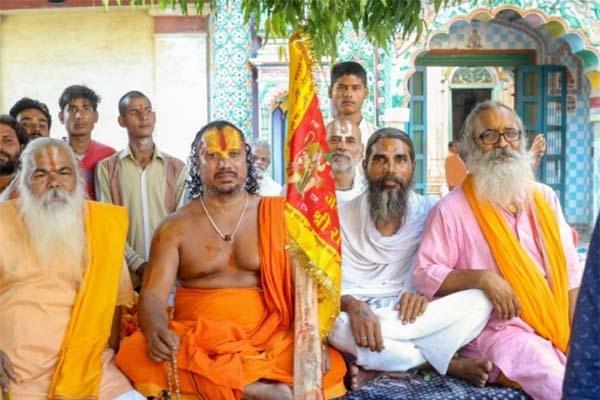 মুসলিমদের নাগরিকত্ব বাতিল করে ভারতকে 'হিন্দু রাষ্ট্র' ঘোষণার দাবিতে আম'রণ অন'শন