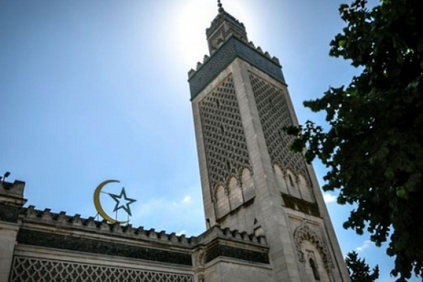 ৭৩টি মসজিদ এবং ইসলামিক স্কুল বন্ধ করে দিল ফান্স