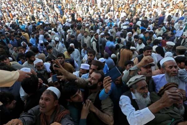 আফগানিস্তানের পাকিস্তান দূতাবাসে ভিসার জন্য হুড়োহুড়ি, পদপিষ্ট হয়ে ১৫ জনের মৃত্যু