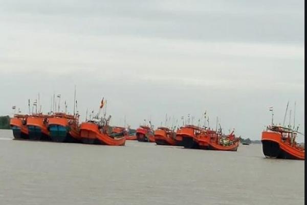 ভারতীয় জেলেদের পেটাল শ্রীলংকার নৌবাহিনী