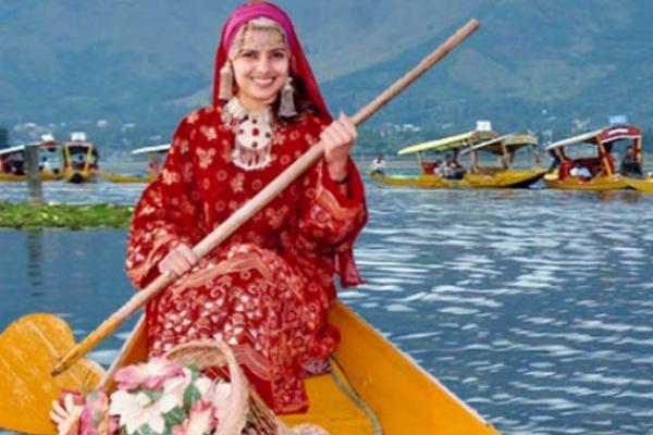 এবার থেকে যে কোনো ভারতীয় কাশ্মীরে জমি কিনতে পারবে