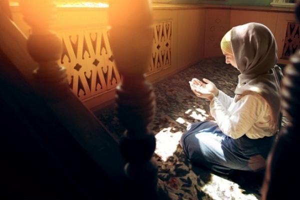 আলহামদুলিল্লাহ্, কোরআন তেলাওয়াত শুনে ফরাসি তরুণীর ইসলাম গ্রহণ