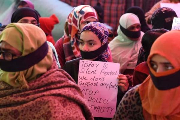ভারতে বিয়ের প্রস্তাব প্রত্যাখ্যান করায় মুসলিম তরুণীর গায়ে কেরোসিন ঢেলে পুড়িয়ে হত্যা