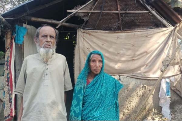 'সরকার একটা ঘর দিলে মরার আগে শান্তিতে ঘুমাইতাম'