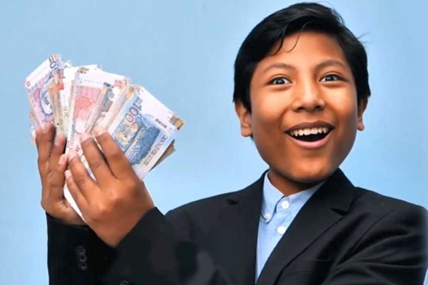 এই ১৪ বছরের কিশোর সত্যিকারের ব্যাংক বানিয়ে সাড়া বিশ্বকে তাক লাগিয়ে দিল
