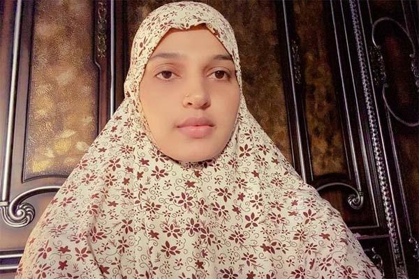 'একজন মুসলিম হয়ে আমি গর্বিত', নতুন লুকে চিত্রনায়িকা বর্ষা